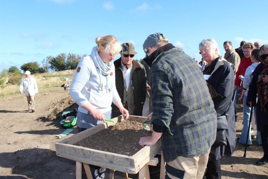 An der Ausgrabungsstätte Arkona im Gespräch mit Archäologen, Foto: I. Jeschke